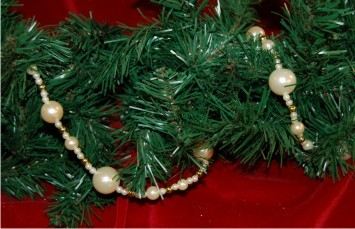 Garland of Pearls w/ Gold Beads Christmas Ornament