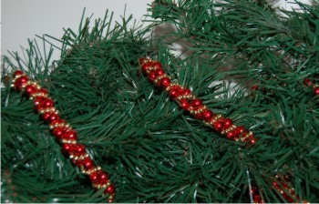 Red Beaded Garland Twist with Gold Bead Accents